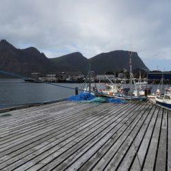 Båter som ligger ved en kai