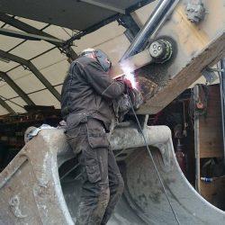 Reparasjon av gravemaskin